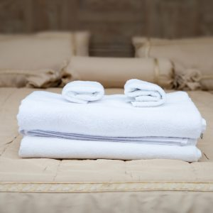 White towels piled on the hotel bed
